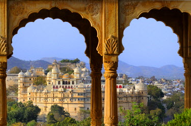 HMS0542515 India, Rajasthan State, Udaipur, The City Palace seen from Sunset point