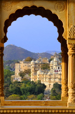 HMS0542516 India, Rajasthan State, Udaipur, The City Palace seen from Sunset point