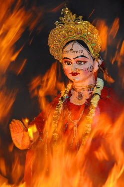 HMS0611395 India, Uttar Pradesh state, Holi festival, Colour and spring festival celebrating the love between Krishna and Radha, Holika Dahan, The Holi bonfire
