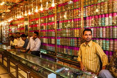 HMS0829025 India, Andhra Pradesh state, Hyderabad, bracelets shop in Laad bazar