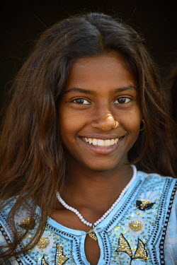 HMS1666374 India, Rajasthan, Tonk region, Cheerful young girl