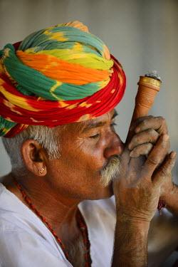 HMS1666524 India, Rajasthan, Manwar surroundings, Old man smoking a shillum