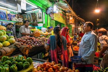 HMS1854019 India, New Delhi, Paharganj district, street market