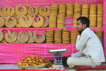 HMS1992593 India, Bihar, Patna region, Sonepur, The bazar, Sweets shop