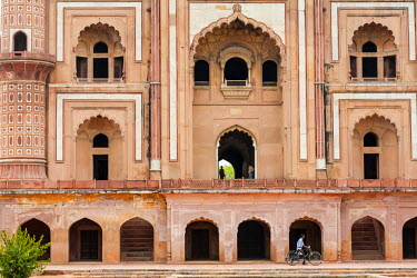 HMS2025290 India, New Delhi, Safdar Jang mausoleum built in 1754 in the late Mughal architecture style, facade of the tomb