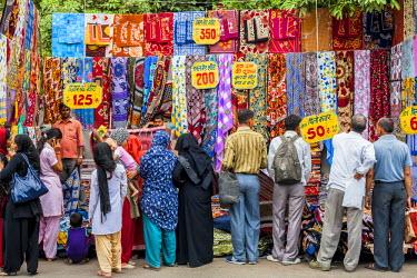 HMS2025300 India, New Delhi, Saket district, Saket Market, clothes seller