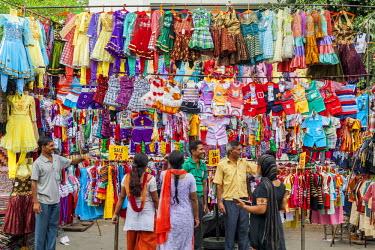 HMS2025302 India, New Delhi, Saket district, Saket Market, seller of children's clothing