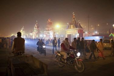 HMS2149871 India, Uttar Pradesh state, Allahabad, Kumbh Mela biggest gathering in the world in January 2013