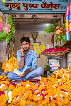 HMS2189789 India, Rajasthan state, Nagaur, selling flower necklaces