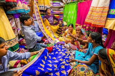 HMS2190548 India, Rajasthan state, Jaipur, the Johari Bazar is the main market for sarees
