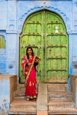 HMS2190664 India, Rajasthan state, Jodhpur, street scene in the blue city