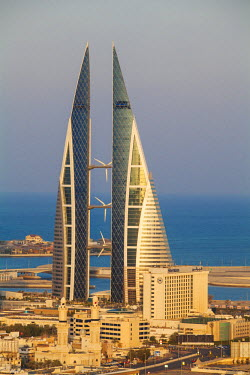 UE086RF Bahrain, Manama, View of Bahrain World Trade Center