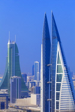 UE089RF Bahrain, Manama, City center skyline looking towards Bahrain World Trade Center and Bahrain Financial Harbour