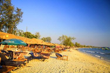 CM02103 Cambodia, Sihanoukville, Serendipity Beach, Beach cafes