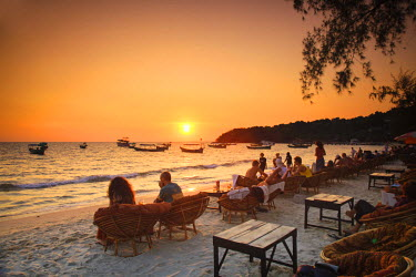 CM02106 Cambodia, Sihanoukville, Serendipity Beach, beach cafes