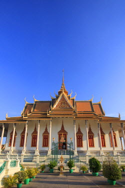 CM02111 Cambodia, Phnom Penh, Royal Palace, Silver Pagoda