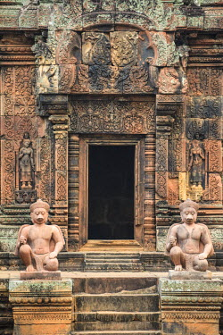 CM02080 Cambodia, Temples of Angkor (UNESCO site), Banteay Srei Temple, central sanctuary
