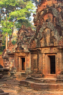 CM02084 Cambodia, Temples of Angkor (UNESCO site), Banteay Srei Temple, central sanctuary
