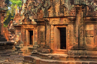 CM02085 Cambodia, Temples of Angkor (UNESCO site), Banteay Srei Temple, central sanctuary