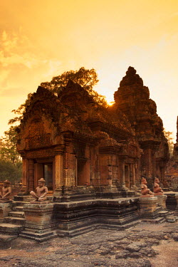 CM02086 Cambodia, Temples of Angkor (UNESCO site), Banteay Srei Temple, central sanctuary