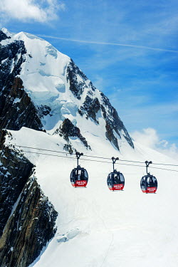 FRA8656 Europe, France, Haute Savoie, Rhone Alps, Chamonix, Vallee Blanche; Hellbroner Panoramic Mont Blanc cable car