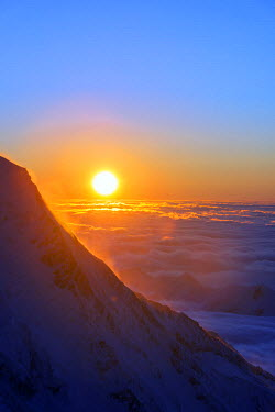 FRA8667 Europe, France, Haute Savoie, Rhone Alps, Chamonix, sea of clouds weather inversion over Chamonix valley, sunset