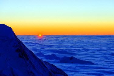 FRA8669 Europe, France, Haute Savoie, Rhone Alps, Chamonix, sea of clouds weather inversion over Chamonix valley, sunset