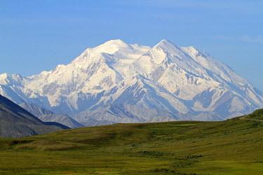 USA10306 Alaska, USA, Denali National Park. The 6,194m (20,320ft) peak of Mt McKinley (Denali) rising above the tundra of Denali National Park.