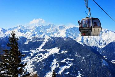 SWI7613 Europe, Switzerland, Valais, Verbier ski resort