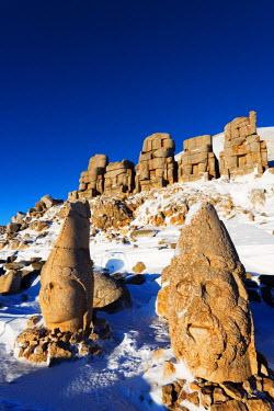 TUR0692 Turkey, Eastern Anatolia, Nemrut Dagi (Mount Nemrut),  UNESCO, Antiochos Sanctuary, eastern terrace; Head of Apollon and Zeus Oromasdes