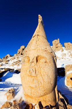 TUR0694 Turkey, Eastern Anatolia, Nemrut Dagi (Mount Nemrut),  UNESCO, Antiochos Sanctuary, eastern terrace; Head of Apollon