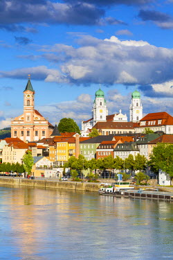 DE05797 Elevated view towards the picturesque city of Passau, Passau, Lower Bavaria, Bavaria, Germany