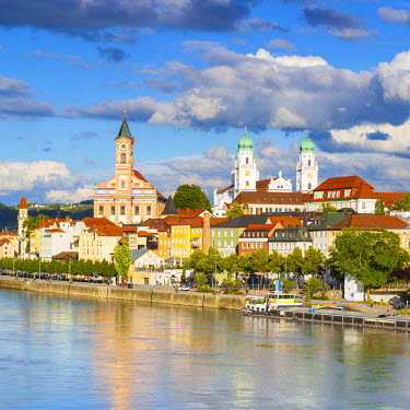 DE05799 Elevated view towards the picturesque city of Passau, Passau, Lower Bavaria, Bavaria, Germany