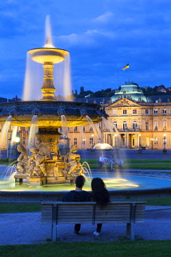 DE05877 Ornate Fountain & Neues Schloss (New Castle) illuminated at dusk, Schlossplatz (Castle Square), Stuttgart, Baden-Wurttemberg, Germany