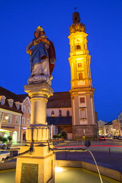 DE05950 Old Town Water Fountain & Church illuminated at Dusk, Deggendorf, Lower Bavaria, Bavaria, Germany