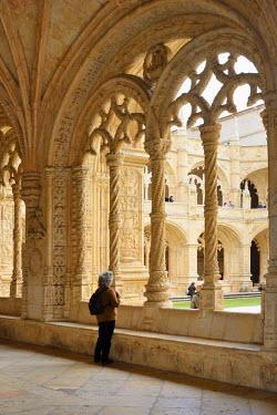 POR8273AW The Cloisters of the Jeronimos Monastery (Mosteiro dos Jeronimos), a UNESCO World Heritage Site. Lisbon, Portugal (MR)