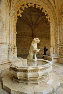 POR8275AW The Cloisters of the Jeronimos Monastery (Mosteiro dos Jeronimos), a UNESCO World Heritage Site. Lisbon, Portugal (MR)