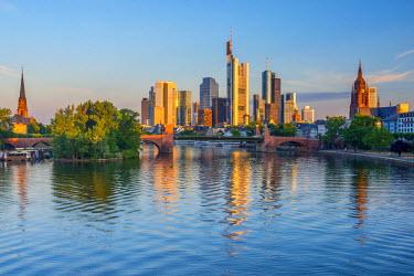 DE07029 Germany, Hessen, Frankfurt Am Main, City Skyline across River Main