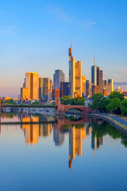 DE07031 Germany, Hessen, Frankfurt Am Main, City Skyline across River Main