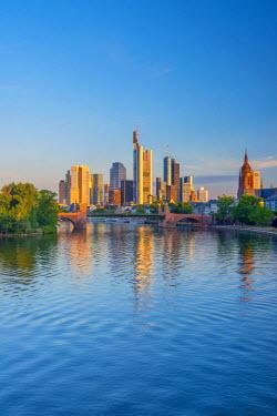 DE07032 Germany, Hessen, Frankfurt Am Main, City Skyline across River Main