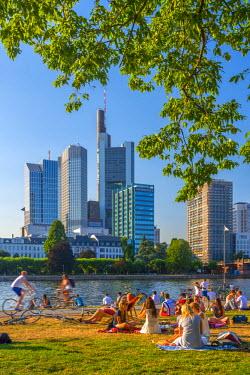 DE07035 Germany, Hessen, Frankfurt Am Main, City Skyline across River Main