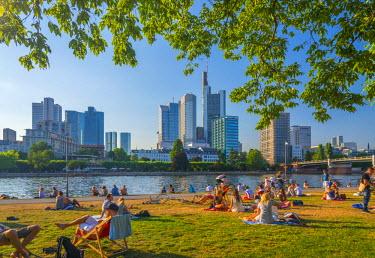 DE07036 Germany, Hessen, Frankfurt Am Main, City Skyline across River Main