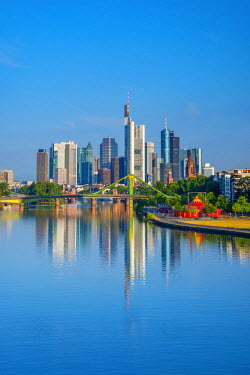 DE07058 Germany, Hessen, Frankfurt Am Main, River Main, City Skyline