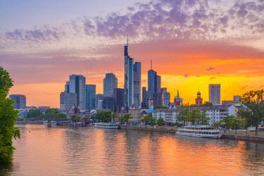 DE07063 Germany, Hessen, Frankfurt Am Main, City Skyline across River Main