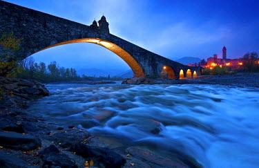 CLKSL7684 Hunchbacked Devil bridge in Bobbio, Trebbia Valley, Piacenza, Emilia Romagna, Italy