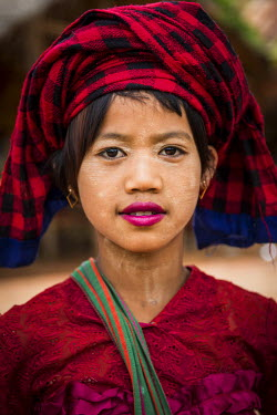 CLKSL9038 Inle Lake, Myanmar, South East Asia. Girl with the traditional burmese dress
