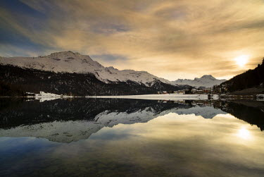 CLKWD17709 Lake Sils,St. Moritz, Switzerland Winter sunset taken on the shores of Lake Sils in Switzerland. December 2014