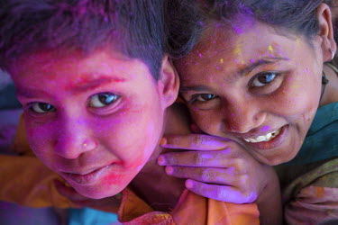 CLKAD10440 Smiling children's face, coloured, during Holi Festival, India