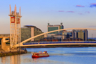 UK07650 UK, England, Manchester, Salford, Salford Quays, Millennium Bridge also known as The Lowry Bridge