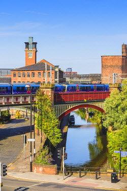 UK07655 UK, England, Manchester, View of Deansgate, Railwaybridge and viaduct over the Bridgewater Canal
